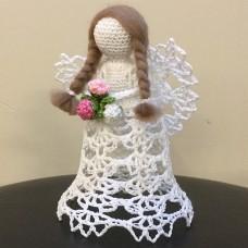 Вязанная игрушка Ангелочек с цветочками